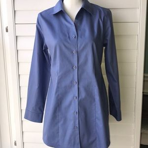 CHICO'S TOP BUTTON FRONT BLUE WRINKLE RESISTANT